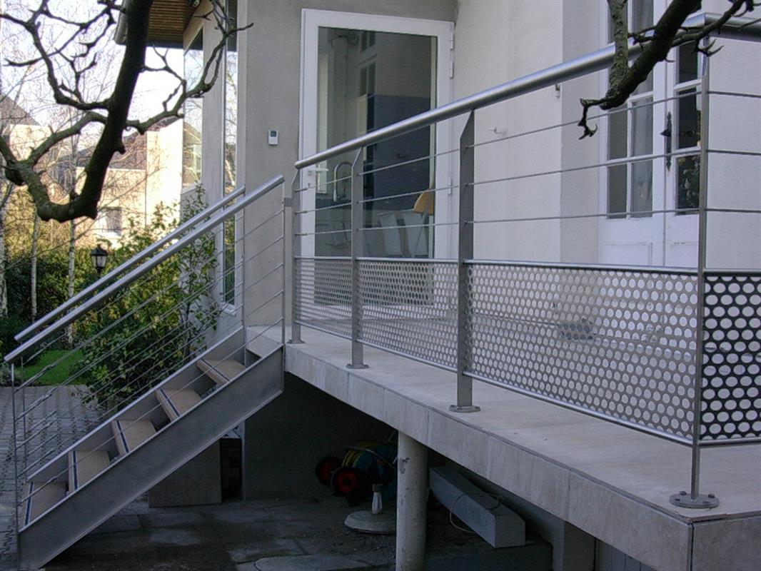mobilier de jardin escaliers ext rieur agencement. Black Bedroom Furniture Sets. Home Design Ideas